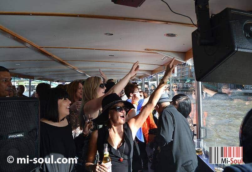 Mi-Boat Party